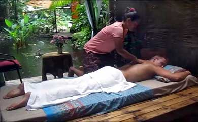 Massage in the Daintree rain forest